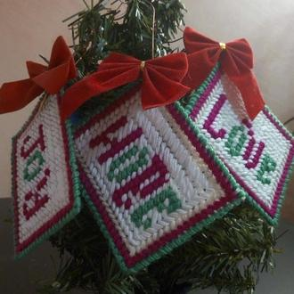 Оригинальное украшение на елку - пожелание любви, удачи и счастья.
