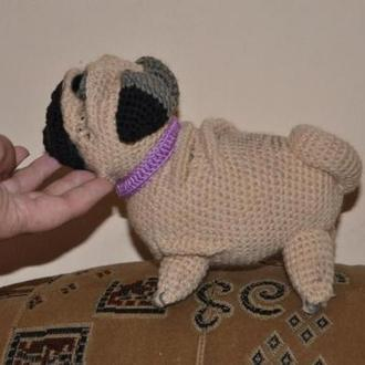 Вязанная игрушка собачка Мопс