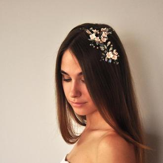Нежное украшение в прическу с цветами, жемчугом и кристаллами