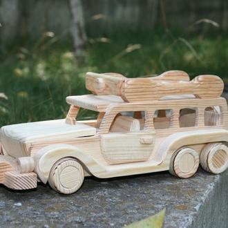 машина трехосная с багажником