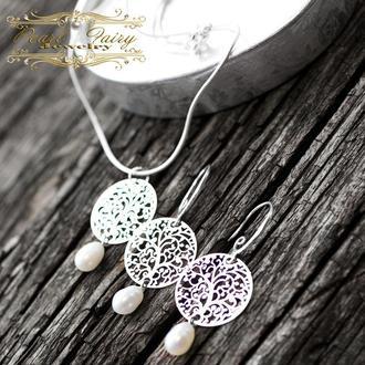 Комплект з натуральними перлами, срібним ланцюжком і срібними застібками сережок