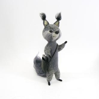 Белочка (мальчик). Авторская игрушка из шерсти.