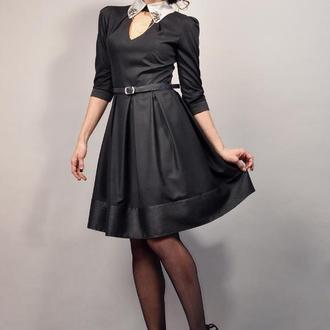 Черное платье с серебристым воротничком