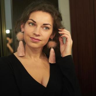 Шелковые серьги-кисти с мехом Пудровые