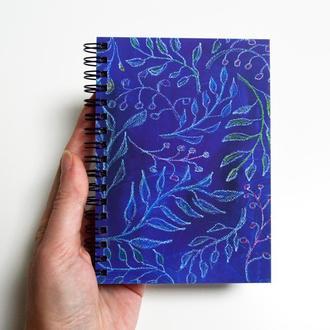 """Скетчбук черные страницы+белая ручка.Авторская иллюстрация """"Синие листья""""."""