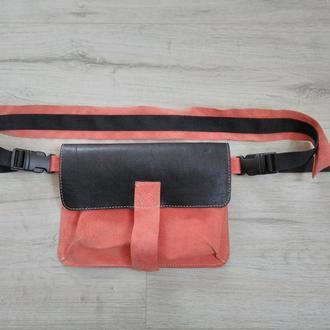 Кожаная поясная сумка Michele чёрно-коралловая