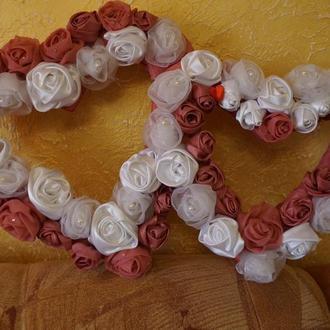 сердца из цветов ручной работы для украшения свадебного автомобиля