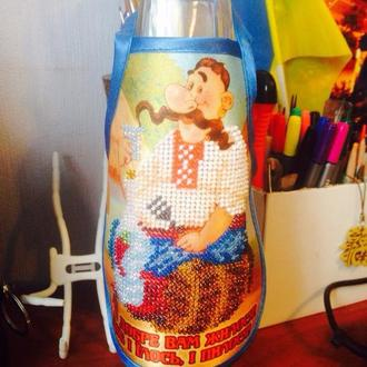 Вышитое бисером украшение на бутылку - фартук