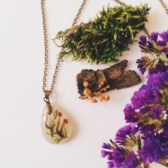 Кулон Грибы и мох под эпоксидной смолой