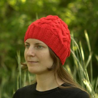Шапка красная с косами