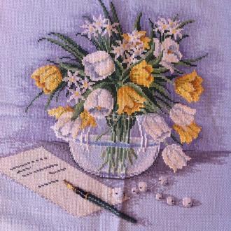 Вазон с тюльпанами