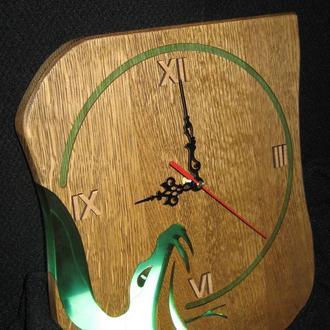 """Деревянные часы """"Год змеи""""."""