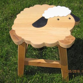 Табуретка детская, кухонная «Баранчик Шон» из дерева.  Ручная работа