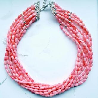 Многорядные бусы из розового коралла и серебра.
