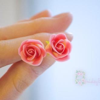 Серьги-гвоздики с розочками. Серьги с розами. Розовые розы, Полимера глина серьги.