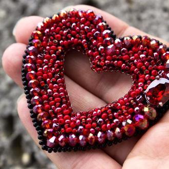 Брошь вышитая бисером и кристаллами подарок на день влюбленных девушке на 8 марта