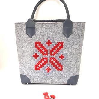 Сумка из фетра с ручной вышивкой (красная)