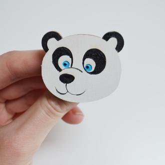 Деревянный значок-брошь Панда. Оригинальный подарок