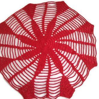 Красная вязаная салфетка