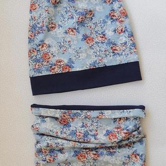 Двухсторонний комплект: шапочка бини со снудом, цветы с темно-синий.