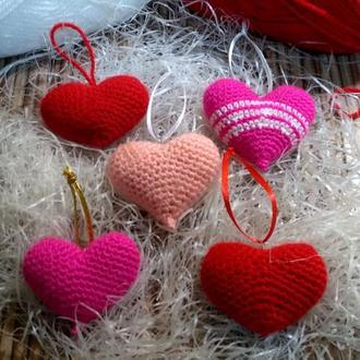 Вязанные сердечки-брелки