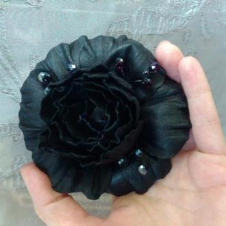 Кожаная брошь, черная роза