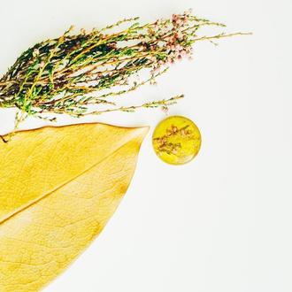 Брошка Вереск и осенний лист под ювелирной смолой
