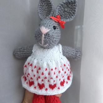 Зайка Валентинка, Зайчик, мягкая игрушка вязаная спицами, сердце Подарок