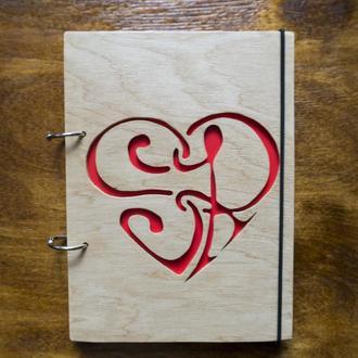 """Блокнот """"Узор сердца"""" из дерева"""