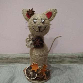 Кошка из нити шпагат и других украшений