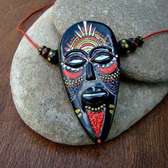 """Кулон """"Африканская маска"""" из полимерной глины"""