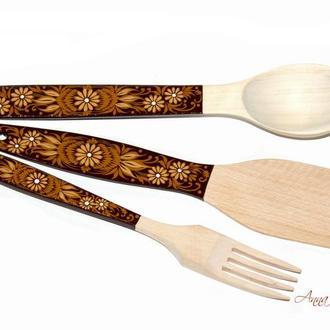 Деревянный кухонный набор (ложка, вилка, лопатка) с ручной росписью.