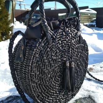 Плетенная круглая сумка.