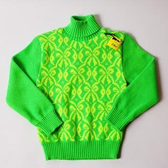 Салатовый свитер с бантиками