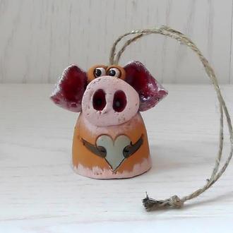 """Колокольчик """"Влюблённый Свин"""""""