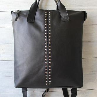 Кожаная сумка-рюкзак с заклепками