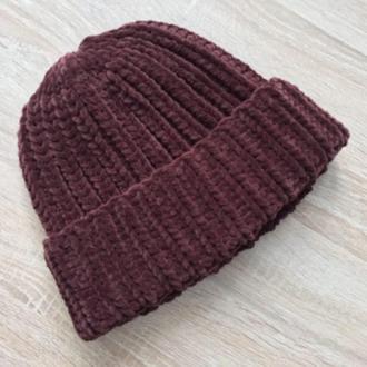 Велюровая шапка коричневого цвета шоколад ручной вязки