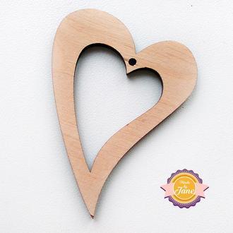 Фигурная накладка (шильда) Сердце контур
