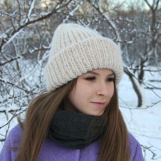 Вязаная шапочка в стиле такори светло-бежевая