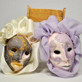 Венецианские миниатюрные маски из папье-маше.