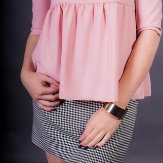Поделиться:  Блуза у ніжному пудровому кольорі