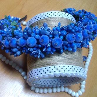 синий стильный обруч из ягодок калины