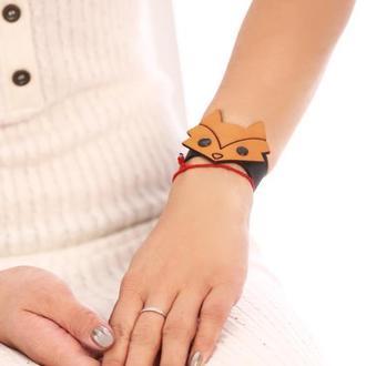 Кожаный браслет с кожаной фигуркой  лисы от мастерсой Wild