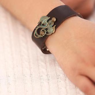 Кожаный браслет сметалической фигуркой от мастерсой Wild