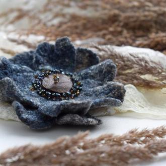 Брошка квітка стильна валяна сіра із шерсті брошь цветок ексклюзивний подарунок подарок
