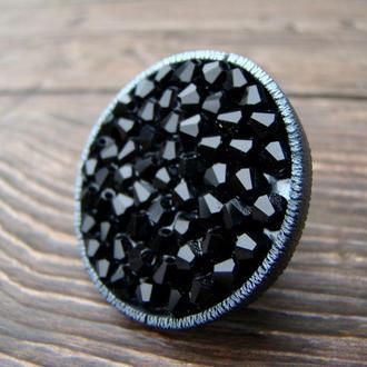 Кольцо крупное круглое из полимерной глины и бусин