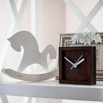Часы деревянные настольные классические II (орех)