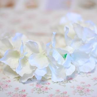Белый обруч ободок с гортензией