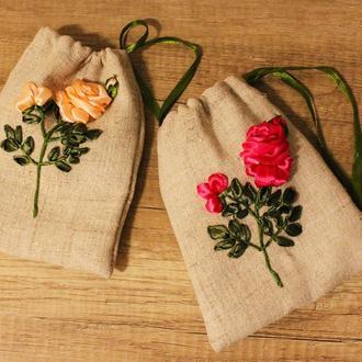 Льняные мешочки вышитые атласными и шелковыми лентами