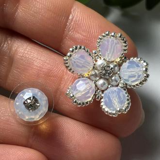 Цветочные серебряные серьги Swarovski белый опал из ювелирного бисера